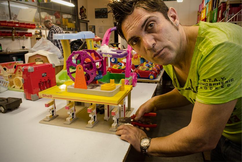 ospedale dei giocattoli, riparatore di giocattoli, fotografia, corsi, comunicazione visiva, cv, reportage